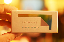 "Foto: Medienbox ""USB-Stick 2018"""